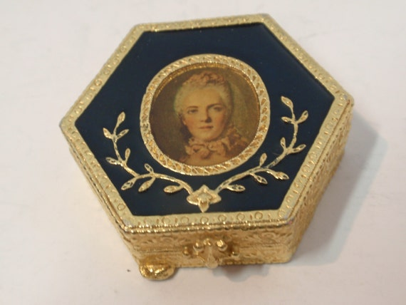 Vintage Estee Lauder Victorian Royal Enamel Blue Hexagon Compact Collectible with Powder