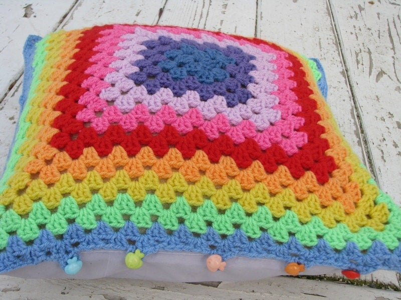 Crochet Pattern Granny Square Pillows : rabotilnica na harmonijata: Rainbow crochet granny square ...