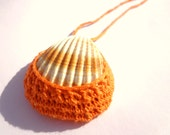 Seashell pendant, orange, crochet - SpringFresh