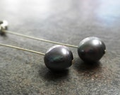 Grey Pearl Earrings - Serrelynda