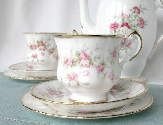 Pretty Paragon tea set: Victoriana Rose bone china tea cup, saucer and plate decorated with sweet roses, great for a special tea party