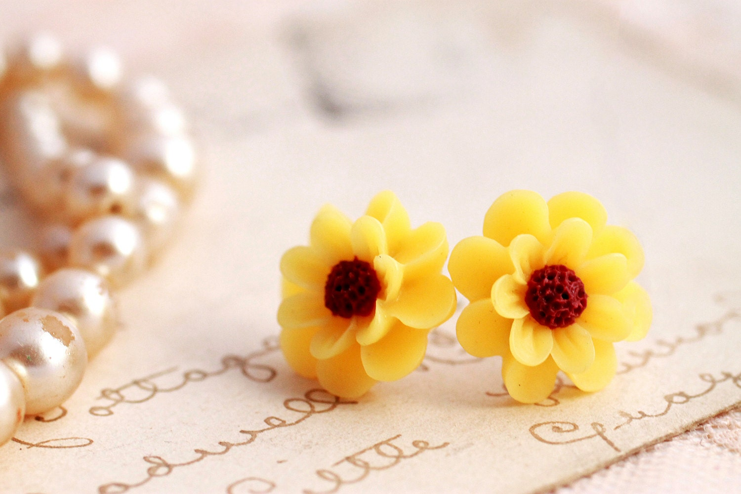 yellow daisy flower earrings, sunflower earrings, flower stud earrings, colorful earrings.daisy flower earrings, vintage earrings, beautiful earring, etsy store , beautyfoodlfie.blogspot.com