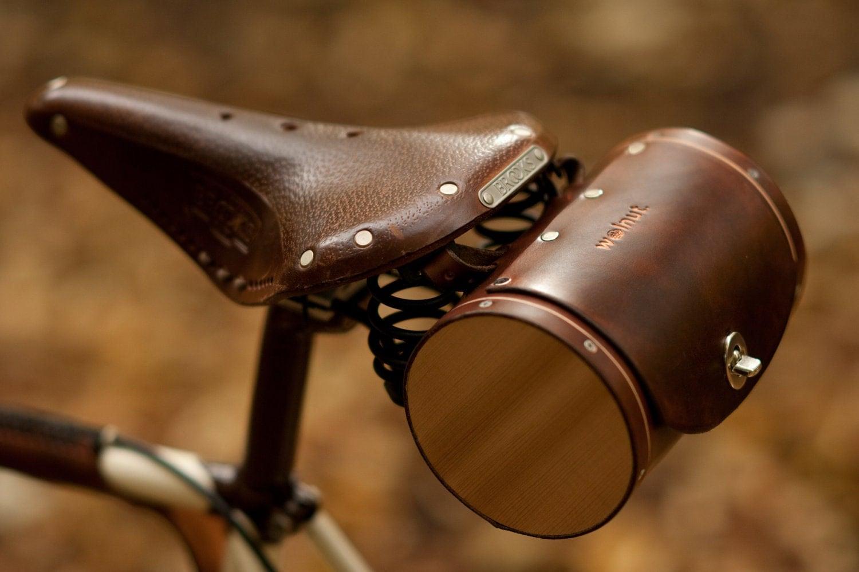 bikepretty, bike pretty, cycle style, cycle chic, bike chic, bike model, girl on bike, bike fashion, bicycle fashion, bicycle fashion blog, cute bike, girls on bikes, model on bike, bike girls cute, walnut, leather, saddle bag, leather bike bag
