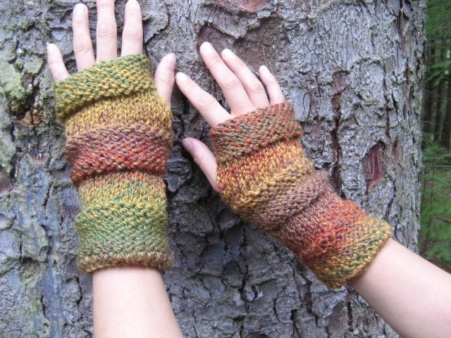 Comfy mittens in the shades of autumn - laurimuks