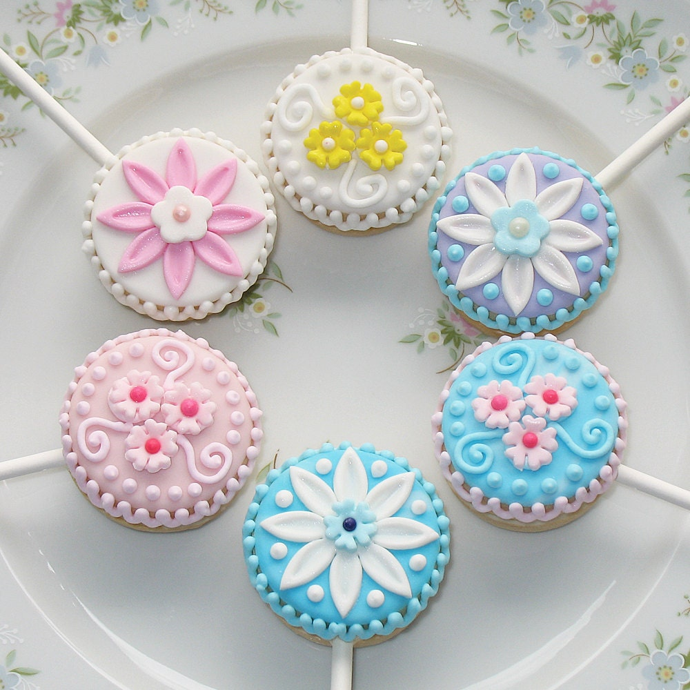 Petite Flower Sandwich Cookie Pops - 1 docena