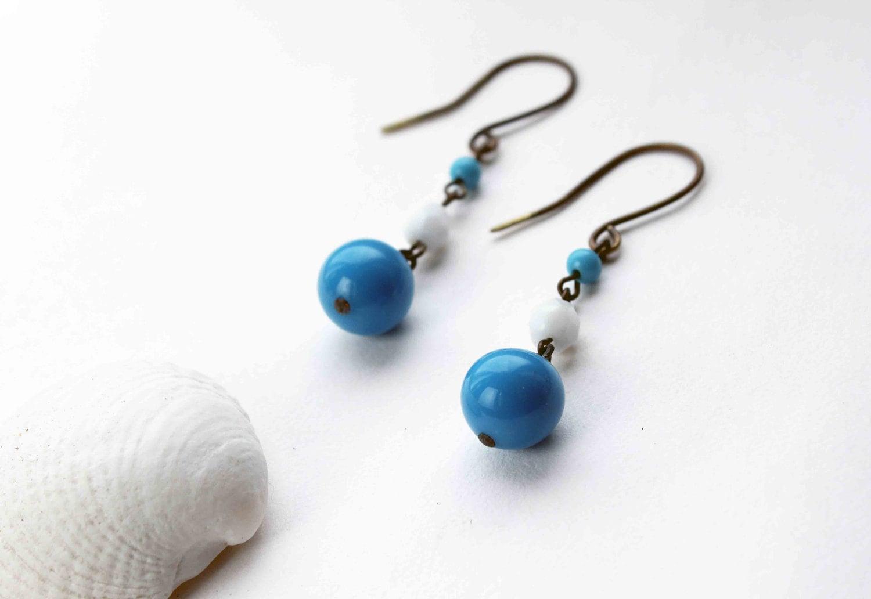 Croisière boucles d'oreille - bleu royal et blanc - perles vintage en verre et laiton