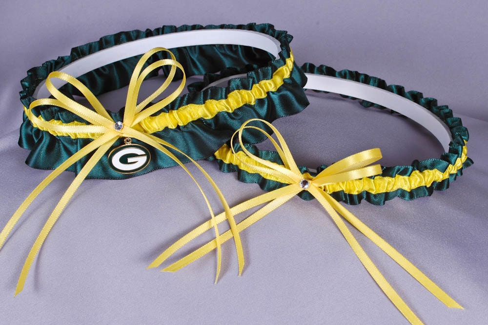 Lakeside wedding ideas wedding centerpieces teal blue for Green bay packers wedding dress