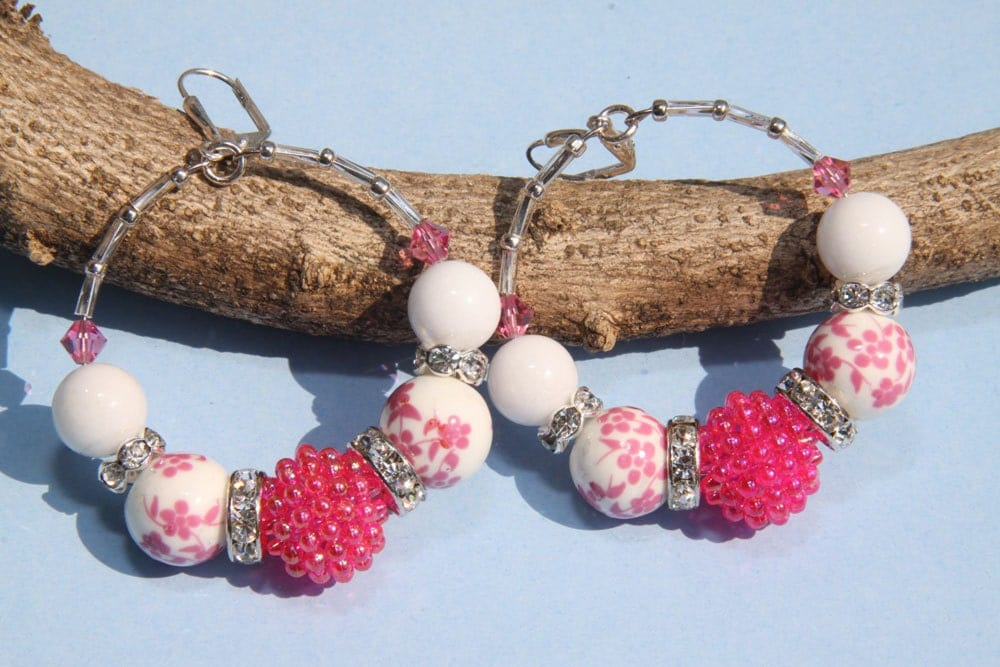 "2"" 1/4 L  Bright Pink Vintage Berry bead with White Porcelain"