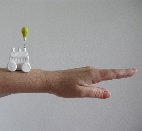 Mobile Idea Factory - little ceramic sculpture on wheels