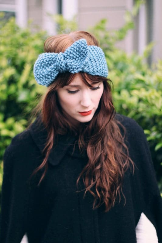 Lady Evelyn - a Knitted Headband / Ear Warmer with a Movable Bow