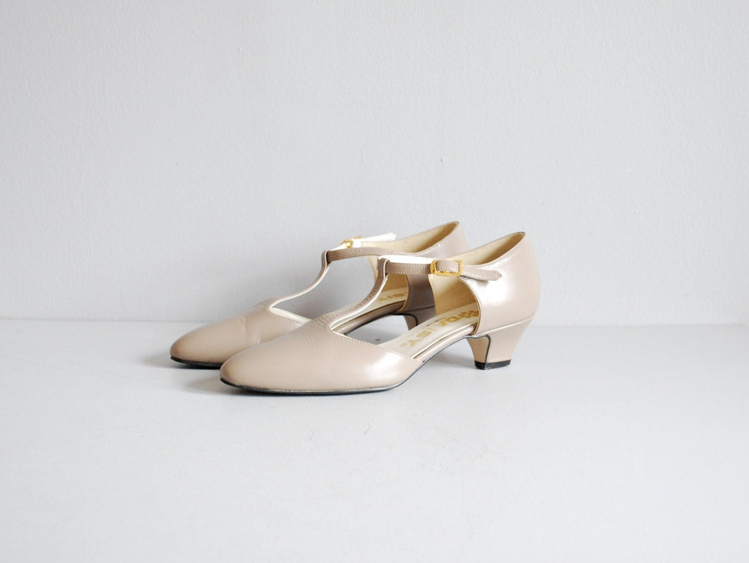 vintage 1970s shoes    mary