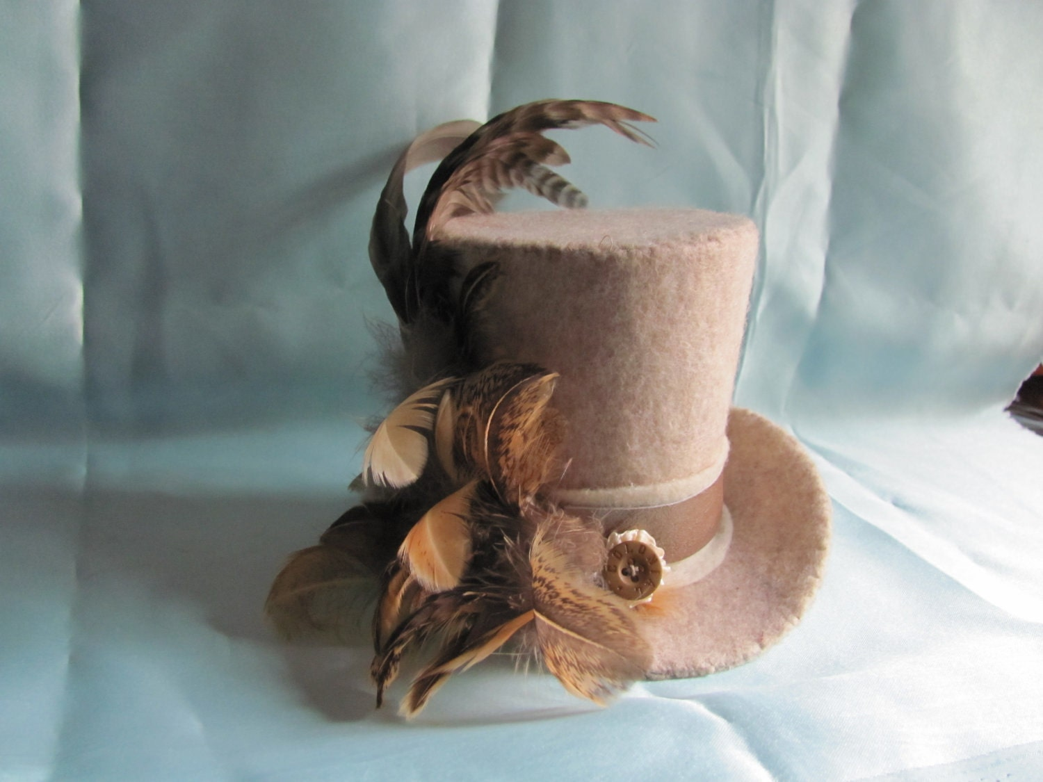 Beige feather mini top hat