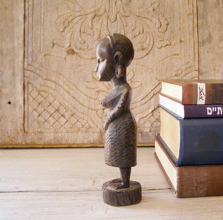 Primitive  Woman figurine, Vintage African woman - MeshuMaSH