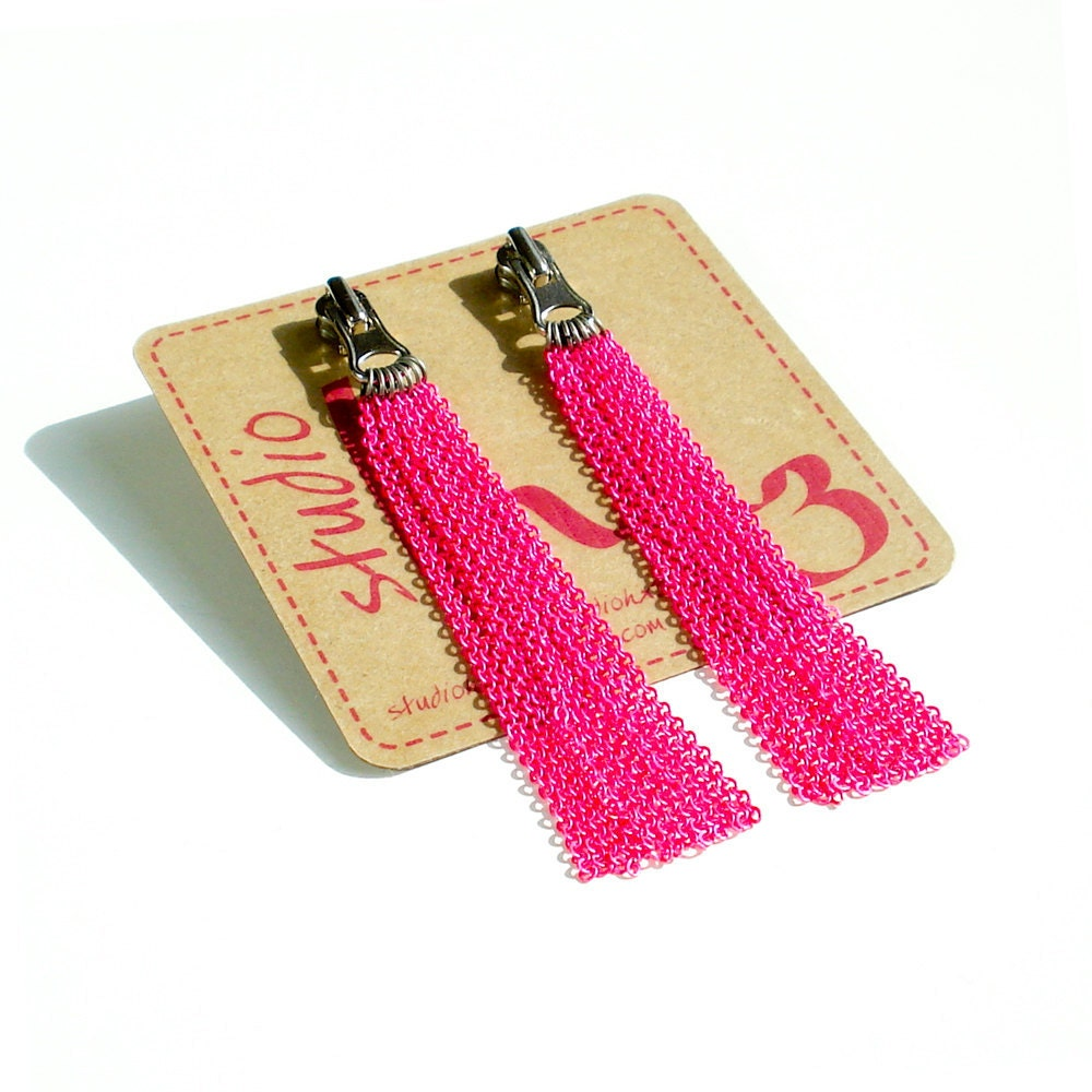 Zipper Pull Earring With Multi Strand Neon Pink & Neon Orange Chain