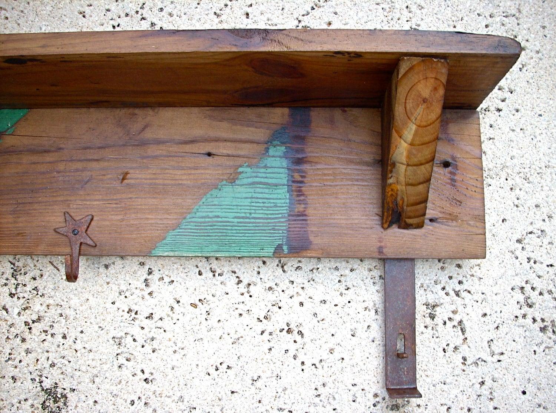 Granero rústico estante de madera, perchero, y titular de la clave