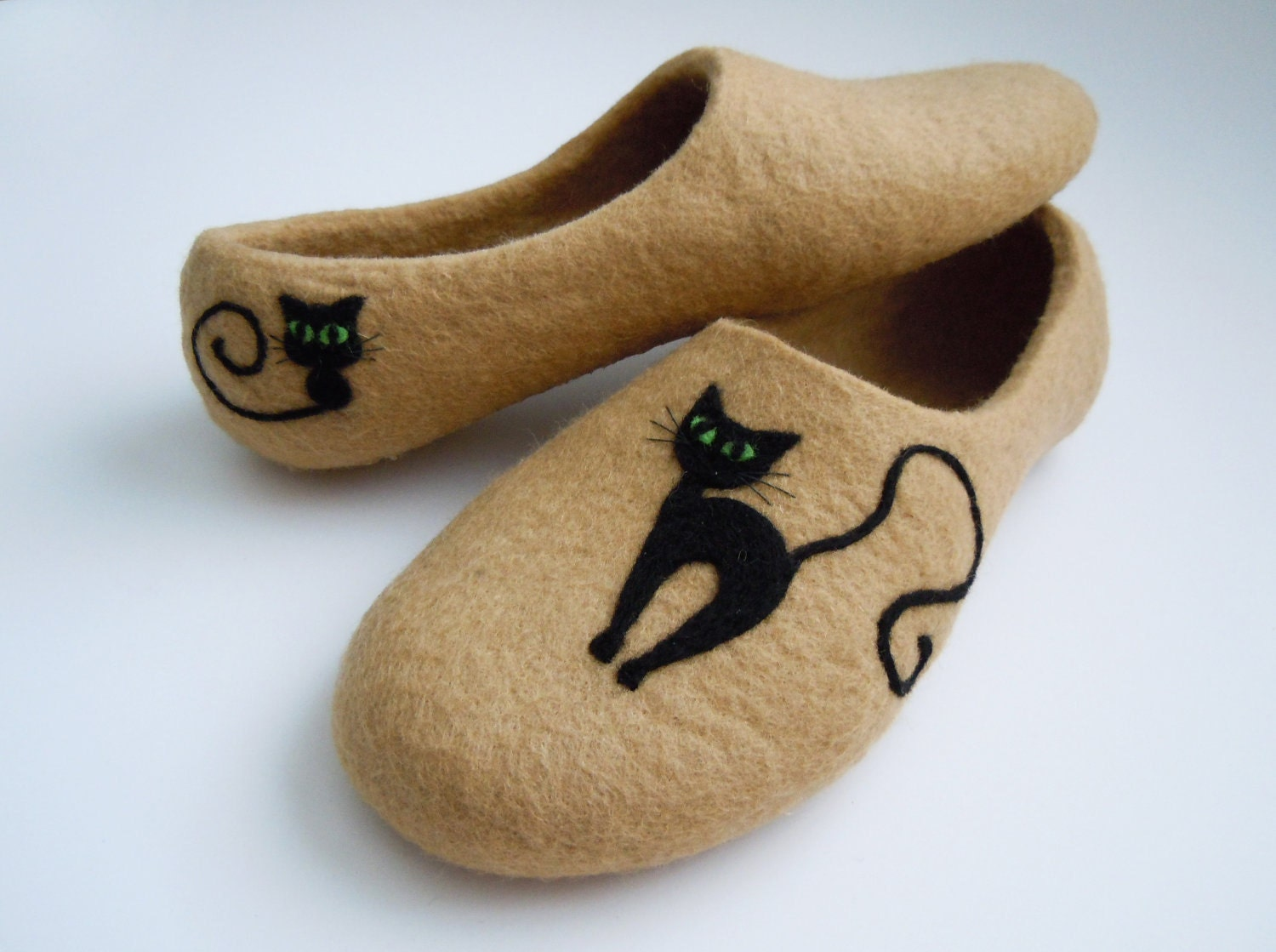 Felted slippers BLACK CAT