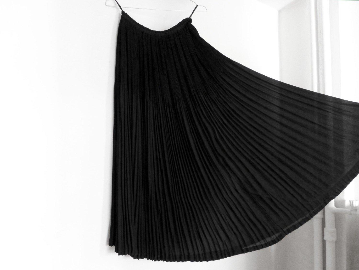 Vintage 1980s Black Long Skirt / Elegant Chic / Gothic - vintagesolo