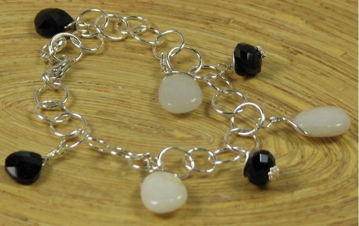 Charm Bracelet with Agate and Swarovski Crystal