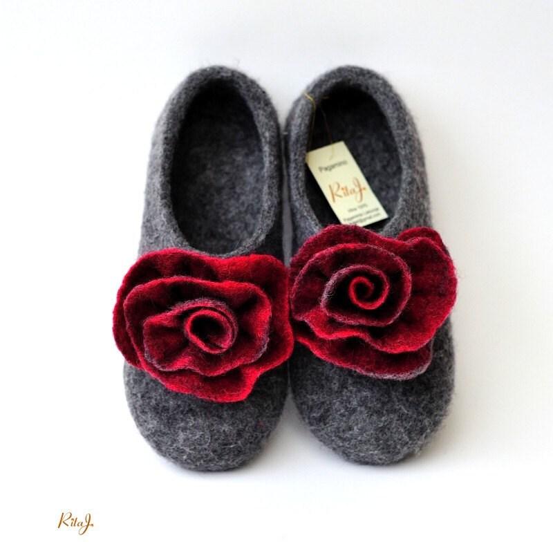 "Felted slippers ""Red&grey roses"" - RitaJFelt"