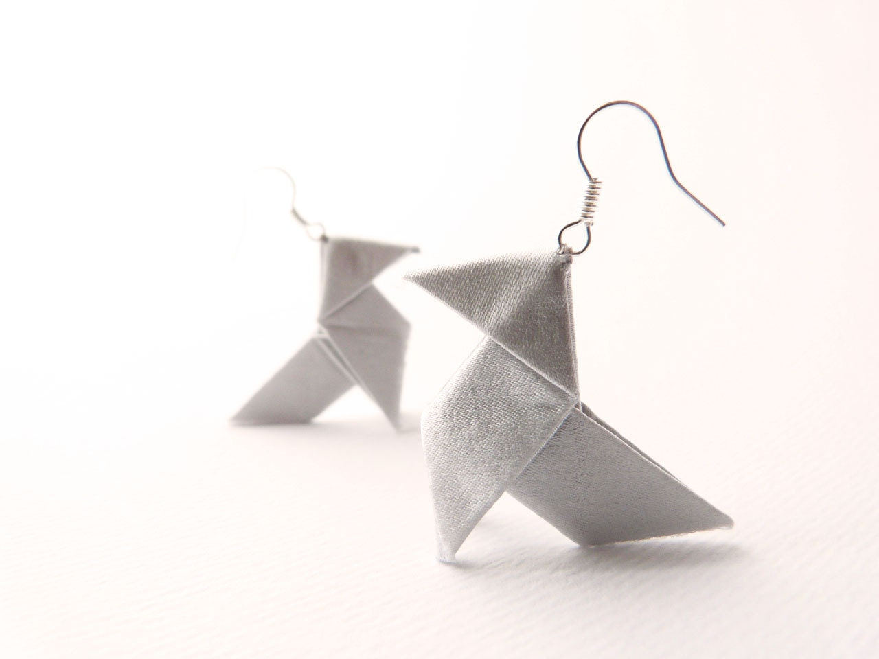 Origami earrings Light grey silk OOAK by Jye, Hand-made in France - Joliejye