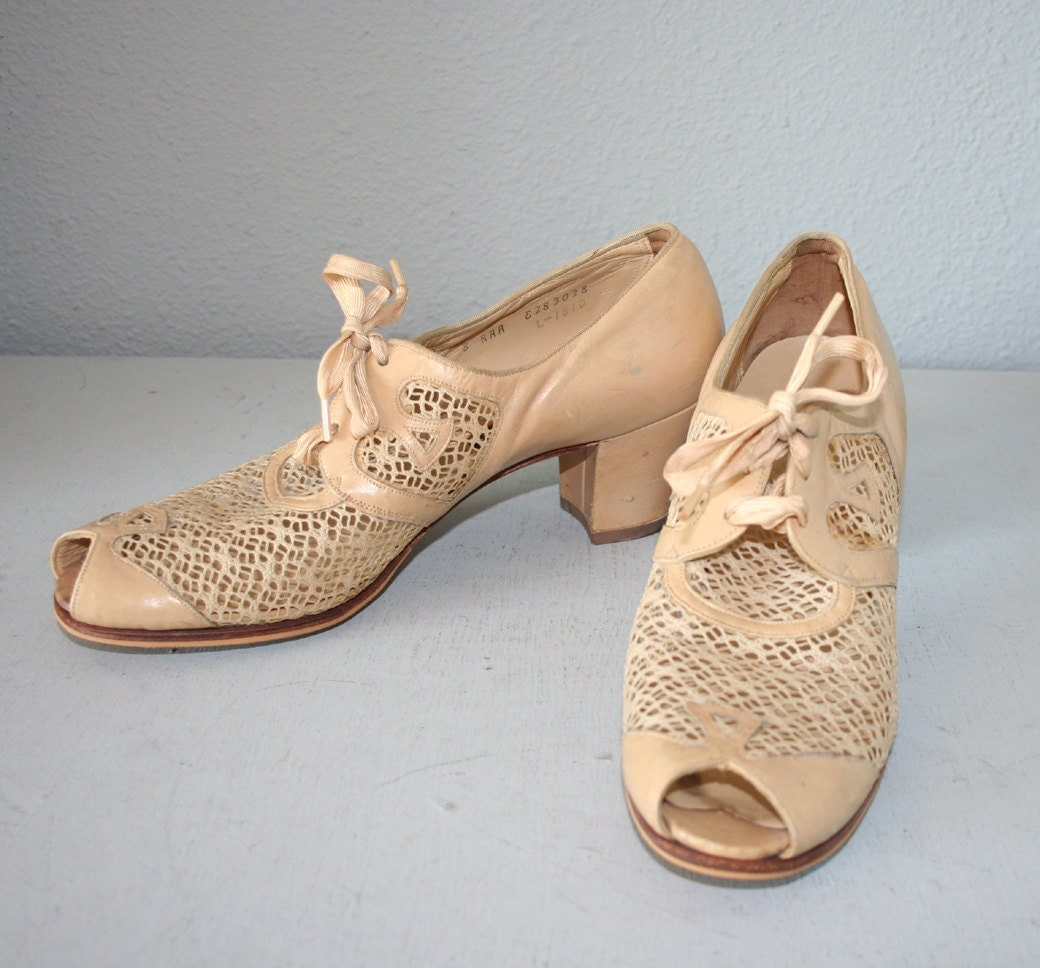 1930s 40s OXFORDS / Ivory peeptoe leather and mesh, 8