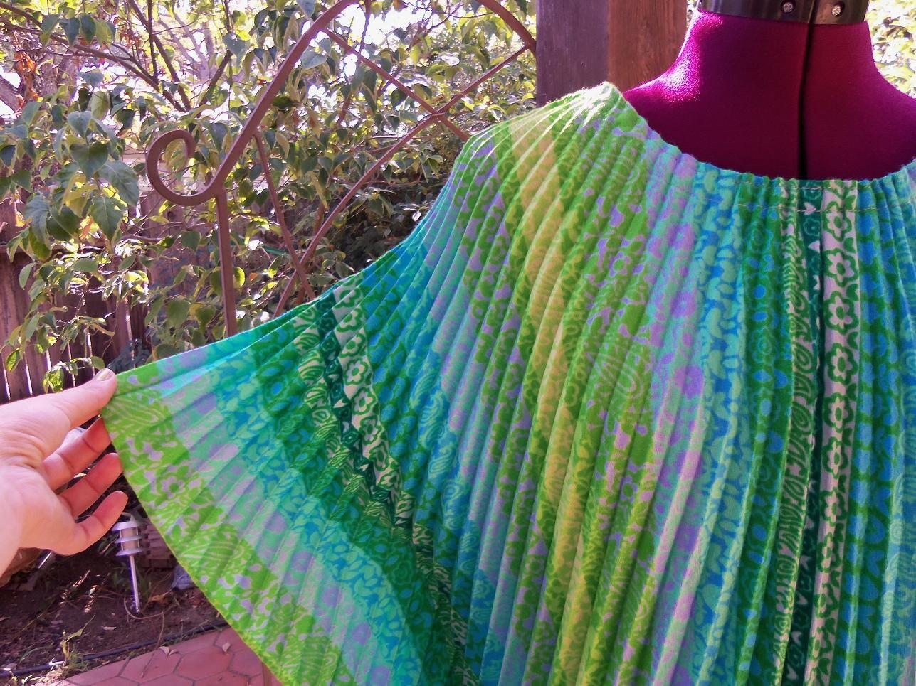 RESERVED FOR LALUNA13 Vintage Poncho Cape Blouse Accordian Pleats Size S M L Free Size - CherryDollyFace