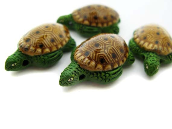 10 Large Green and Tan Sea Turtle Beads - TheCraftyBead
