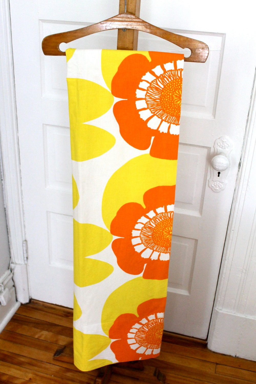 Vintage groovy fun curtains with graphic flowers yellow orange white - PourToujours