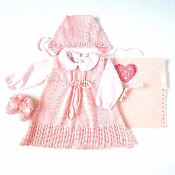 لباس بافتنی نوزاد با کلاه نقاب دار و کفش های کمی در صورتی