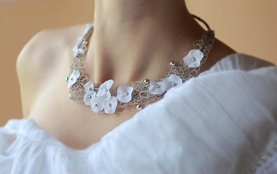 FEATURED on Chrochet so pretty by Amy Palanjian.Delicate Linen Necklace  . LEILA.  White flowers, silver beads