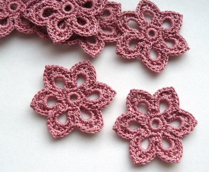 8 Crochet Flower Appliques -- 2 inch Diameter, in Dusty Rose - CaitlinSainio