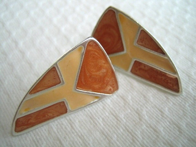 Vintage TAN and CREAM ENAMELED Post Stud Earrings - FusedGlassByGinger