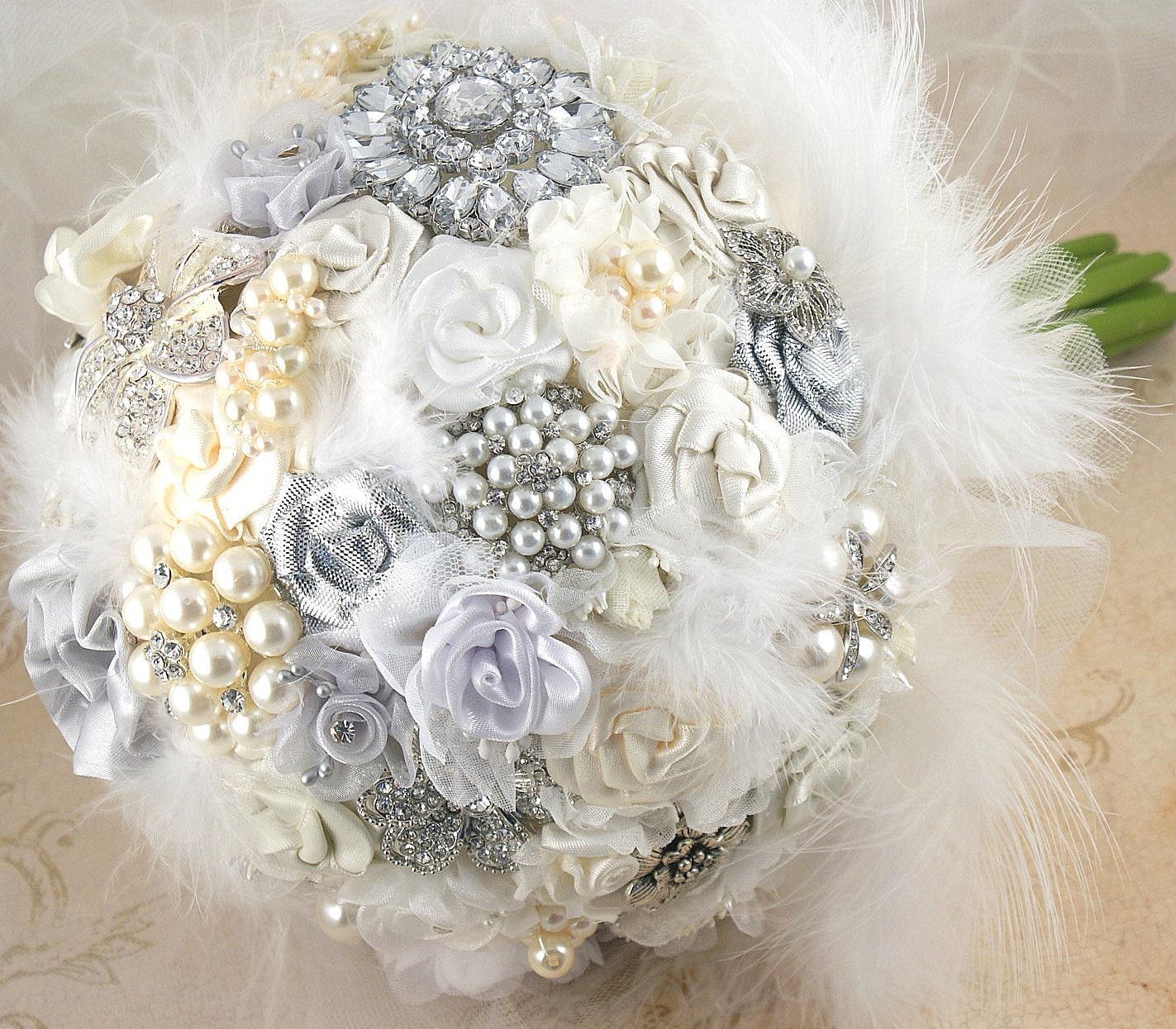 Брошь букет свадебный букет Свадебный букет Jeweled Букет в белых, серебряных и крем с перьями