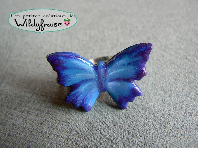 Blue butterfly ring - hand painted polymer clay - Wildyfraise