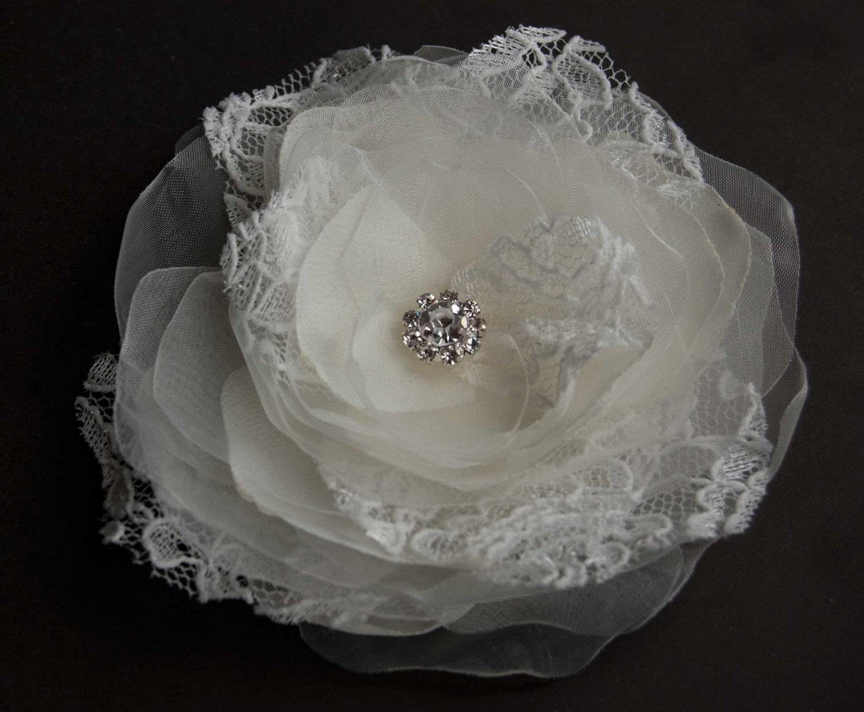 Ivory  brooch and hair pin, ivory bridal hair flower, wedding hair accessories, flower hair fascinator veil, light ivory lace, rhinestones