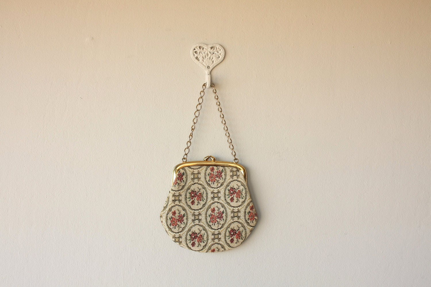 1960s tapestry bag / chain strap purse / tapestry handbag / clasp purse