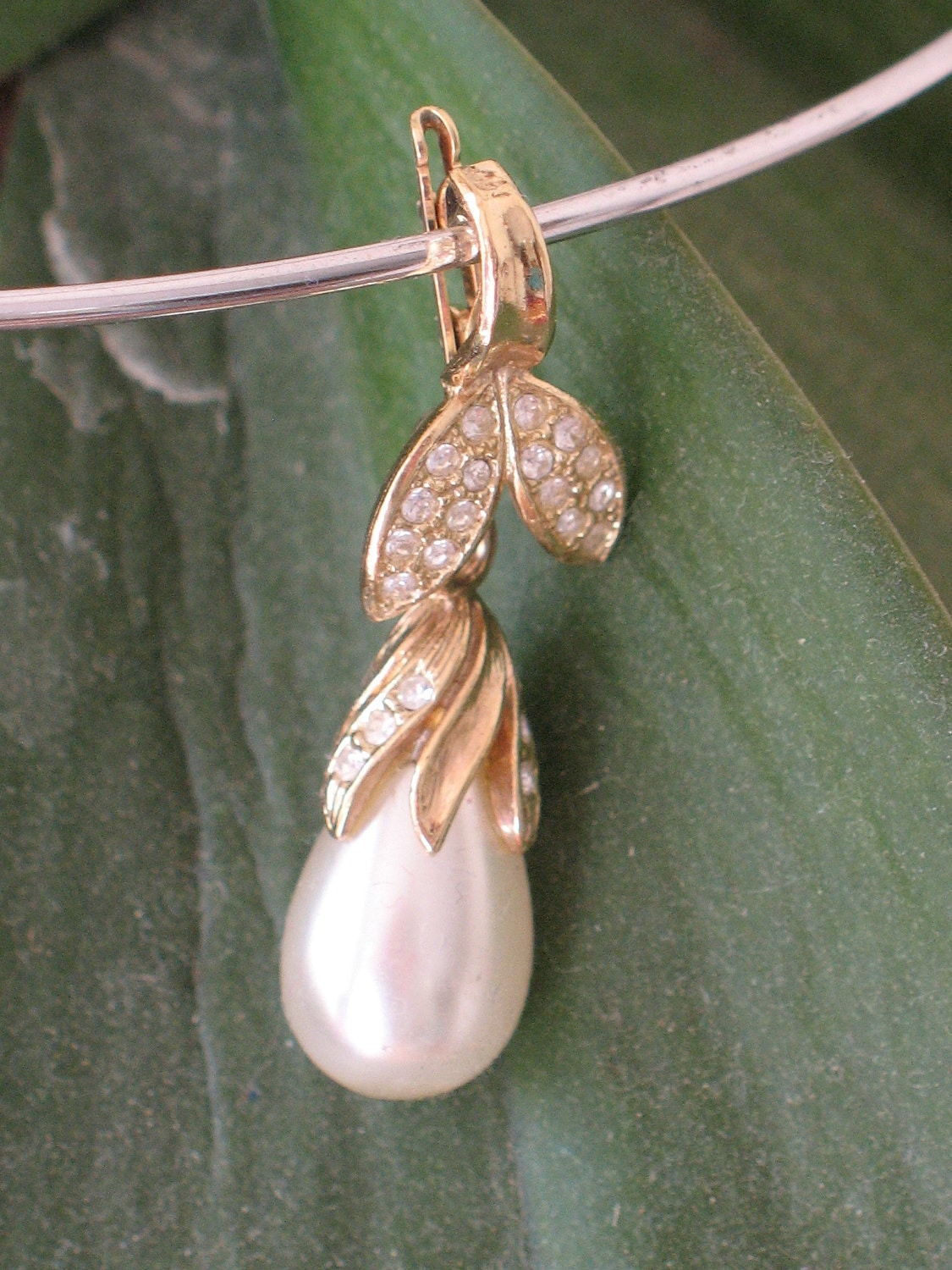 pendant - drop shaped faux pearl pendant gold tone with white rhinestones