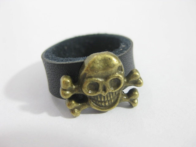 Black  Pirate flag leather ring - Richardwu
