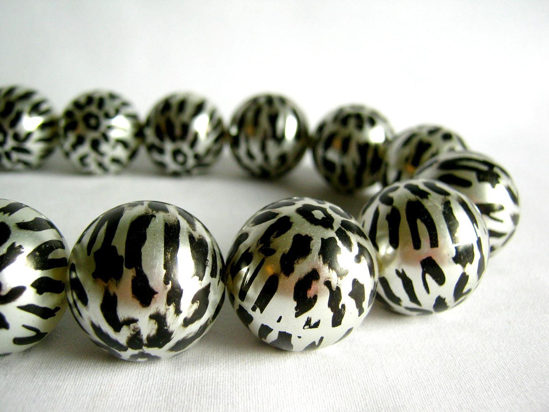 silver and black animal print acrylic round beads 23mm 1/2 strand - karmabeadsupply