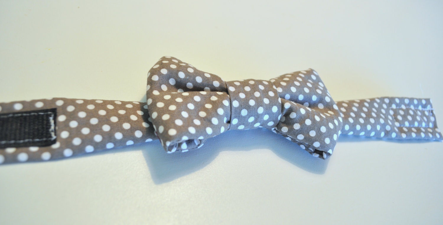 Boys Pre-tied Bowtie, Gray with white polka dots