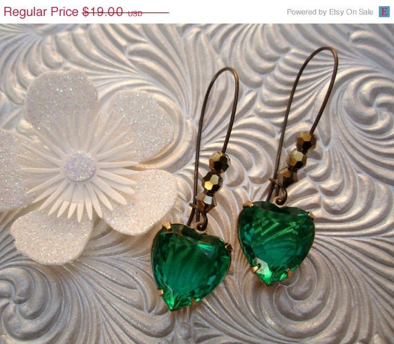 15% off Anniv Sale Valentines Gift, Vintage Heart Earrings, Emerald Green Earrings, Vintage Rhinestone Drop Earrings, Bridesmaids Gifts, Ma