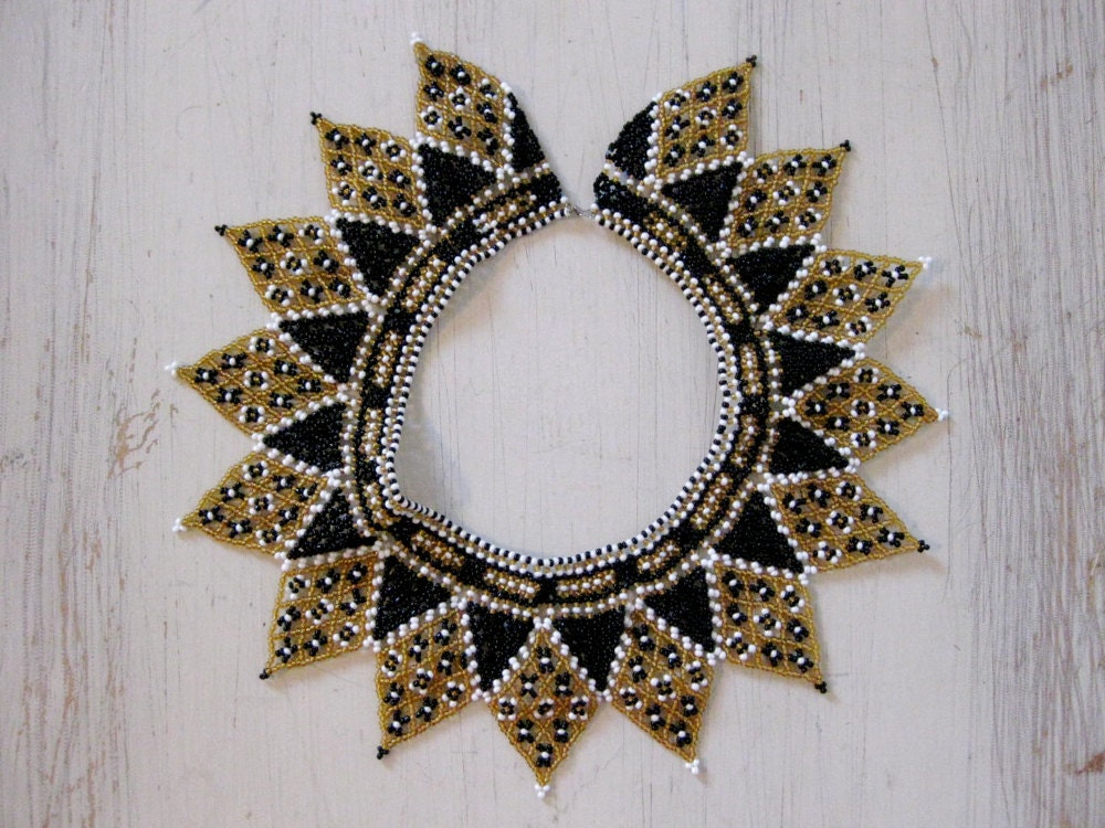 vintage 1960s // art deco beaded collar