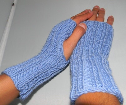 knitting pattern for wrist warmers, hand warmers- great for beginners