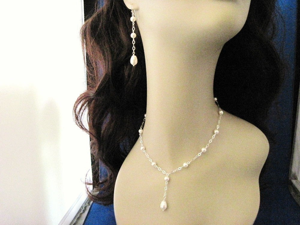 Hillary Bride and Bridesmaid Pearl Necklace