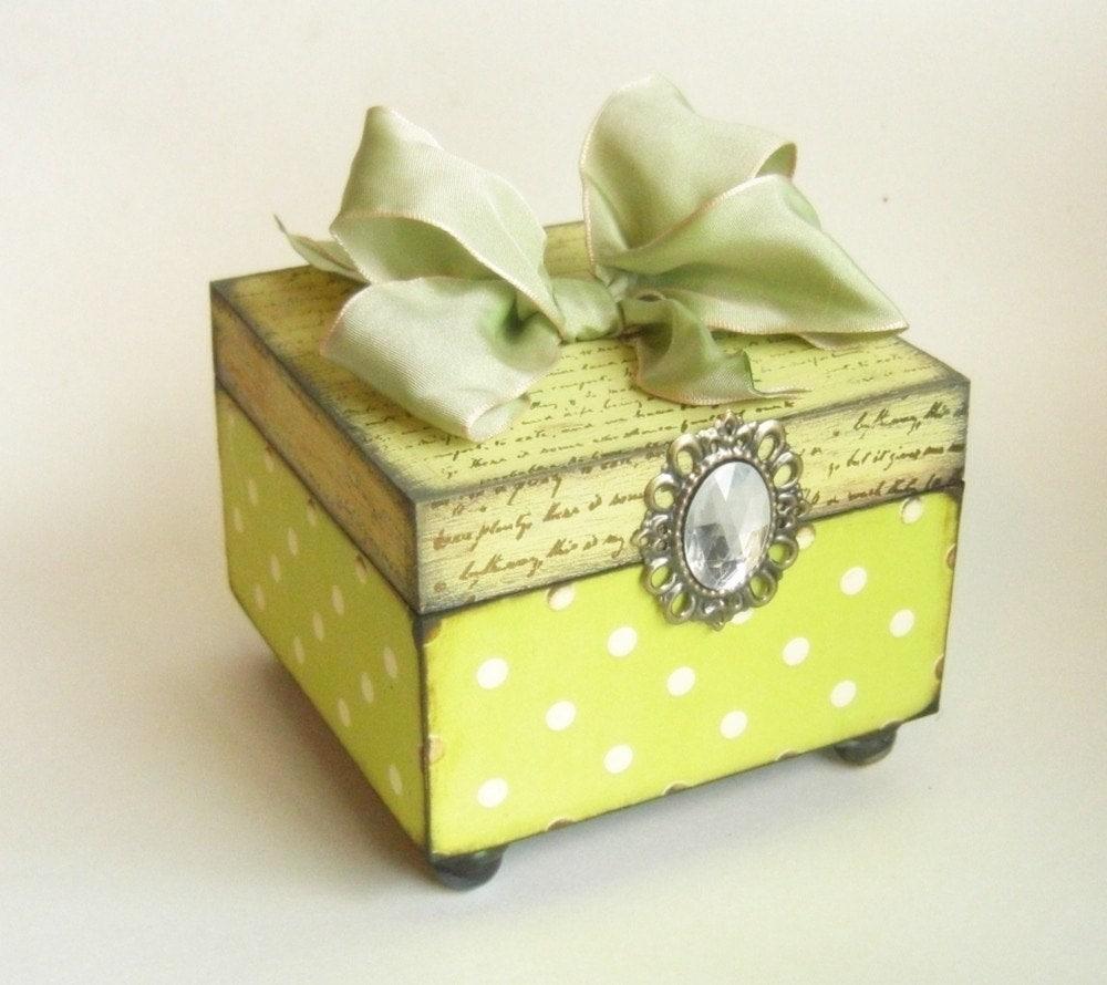 Брелок ящик - свежий, как весна