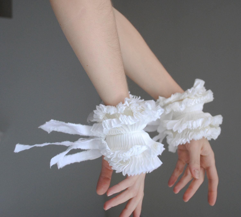Ruffled cuffs/ Spring Fashion/ Wrist Cuff/ White cotton/ Bow ties/ Bride accessories/ Cuff/