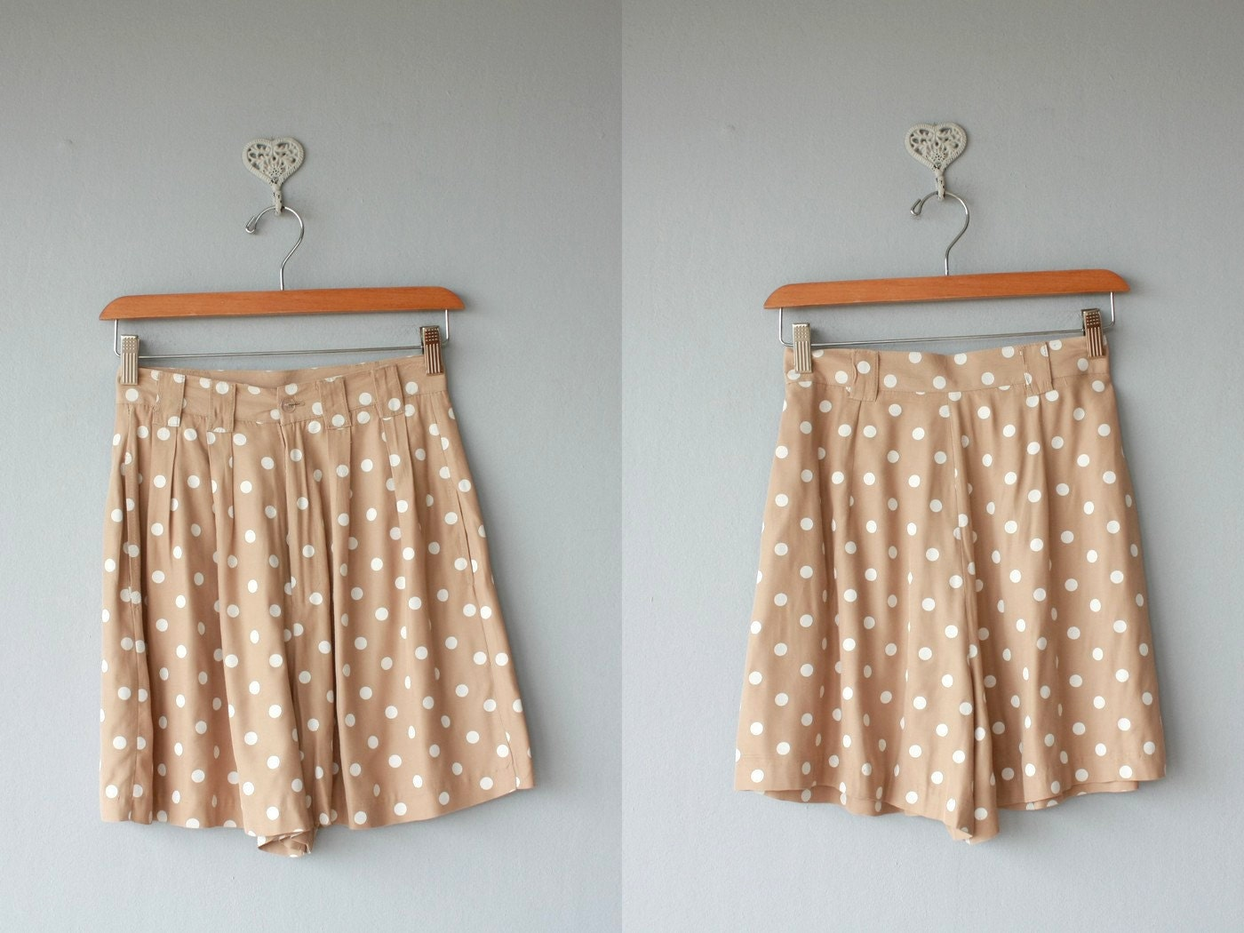 polka dot shorts / 1980s high waisted shorts / 80s pleated shorts - size small