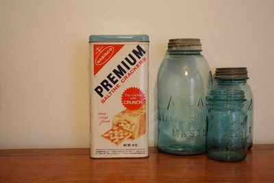 Vintage Nabisco Premium Saltine Cracker Tin - Light Blue Lid