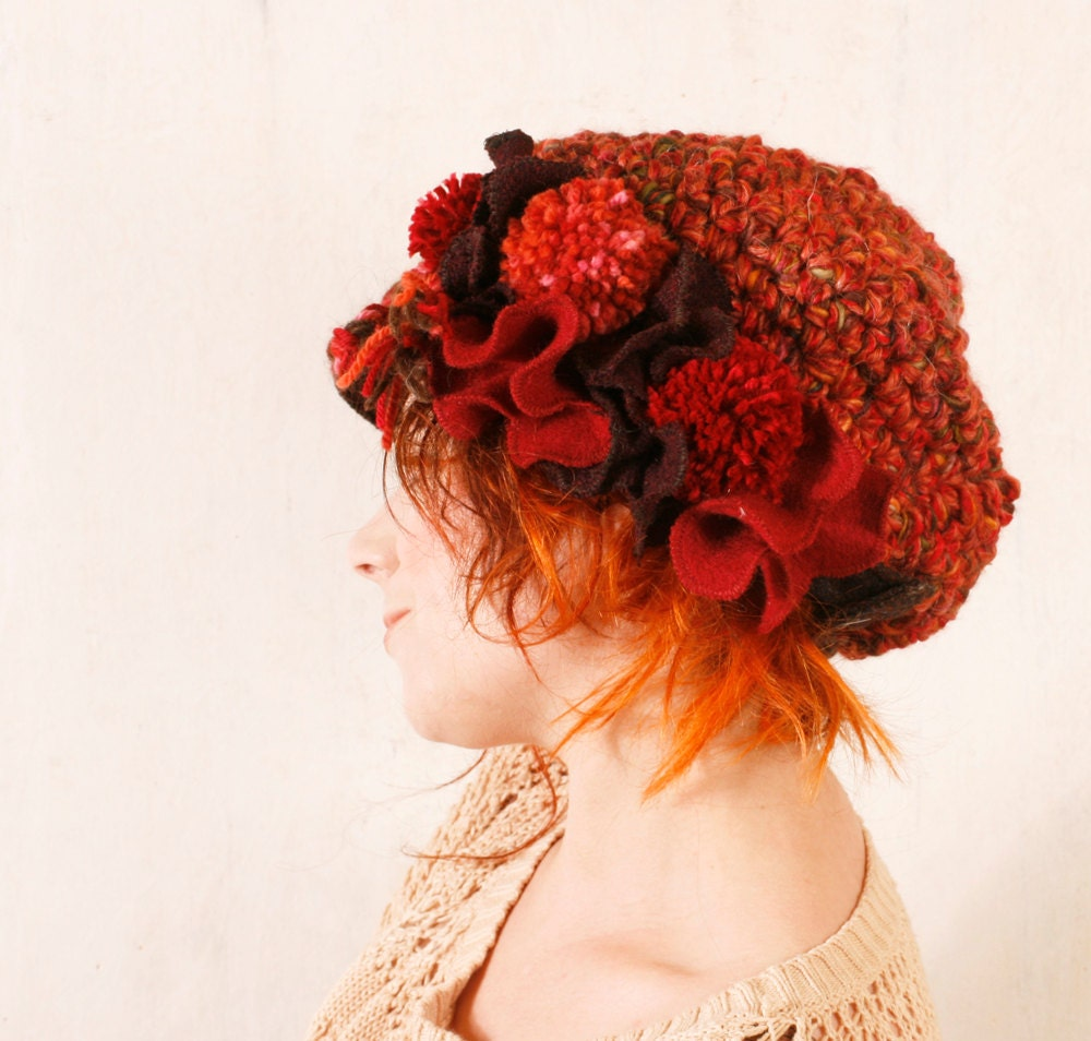 Red crochet hat Christmas accessory Woman chunky knit Red newsboy hat Slouchy hat Winter hat woman Warm hat Crochet newsboy Red wool hat