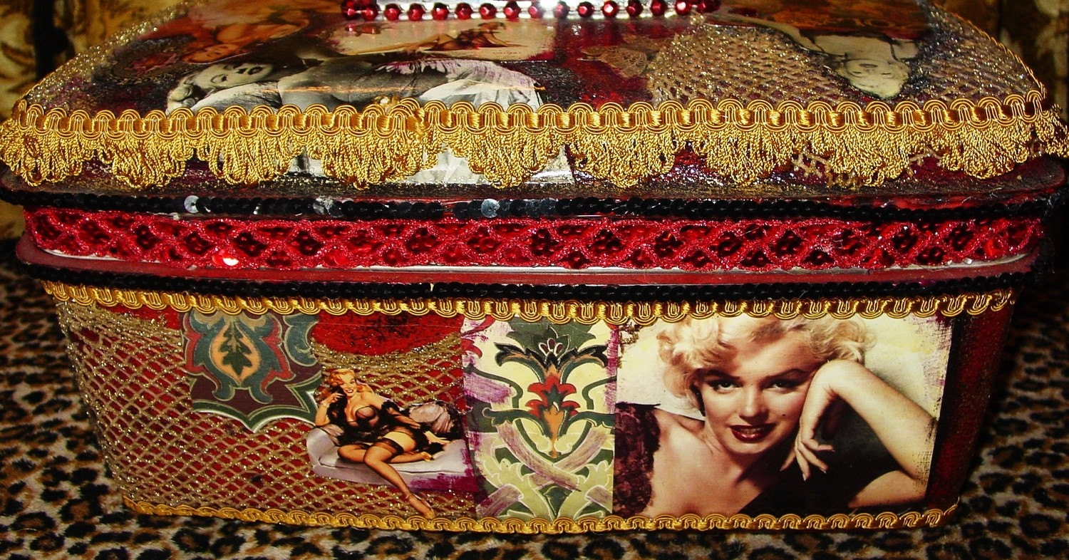 Marlyn Monroe goes to the circus recycled makeup  case by C. Reinke   REAL MINK on reserve for  Gewn